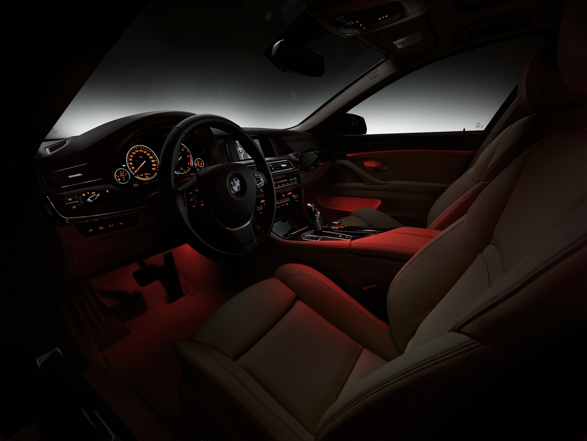 2014 f10 has footwell ambient lighting will other models for Interieur verlichting auto
